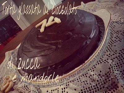 Torta glassata al cioccolato zucca e mandorle