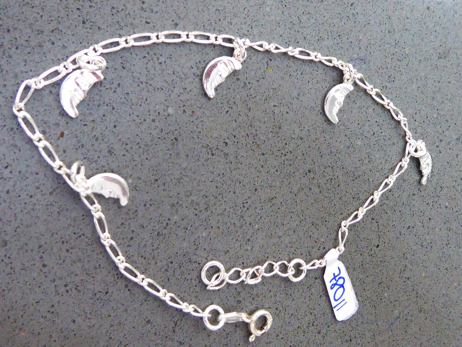 Tobillera de plata con colgantes de luna