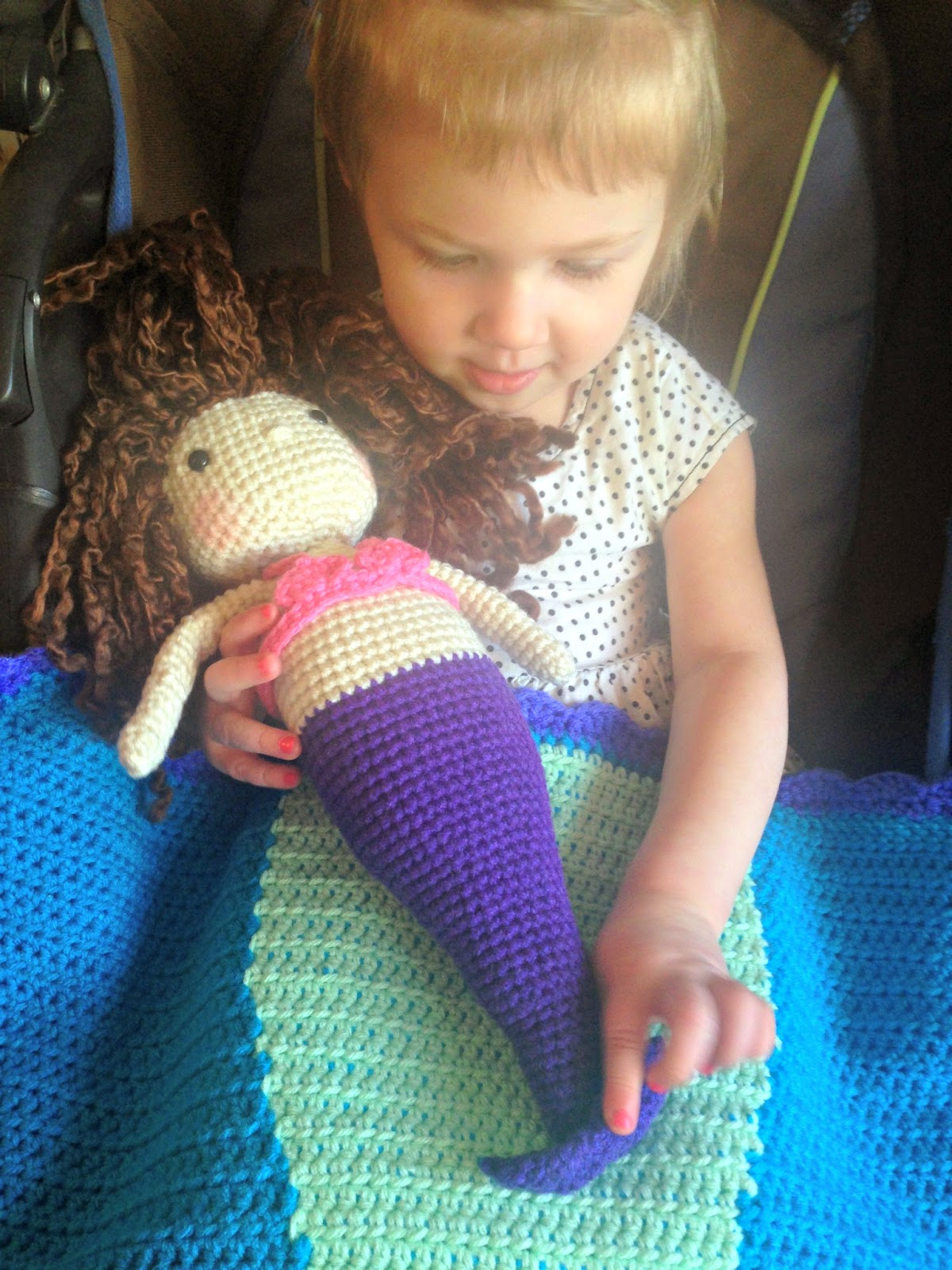 Free Crochet Mermaid Tail Blanket Pattern - thefriendlyredfox.com