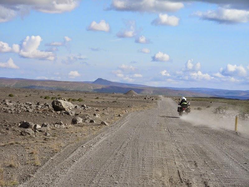 Non sempre l'asfalto è perfetto, e qui sospensioni, telaio e pneumatici fanno la differenza :-)