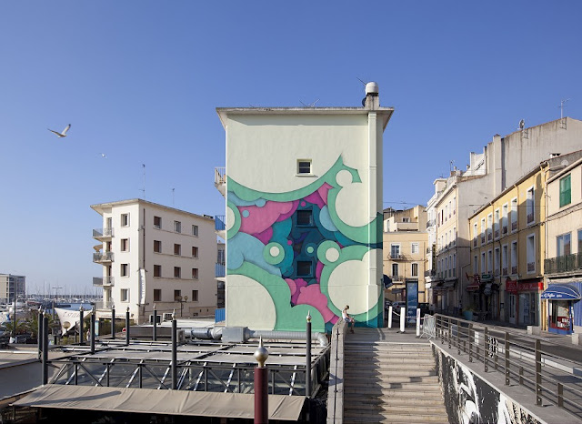 Czech artist Jan Kalab recently spent couple of days in Sete, France, taking part in the local K-Live festival there. For this event he introduced some of his recent abstract concepts, based on circular shapes.