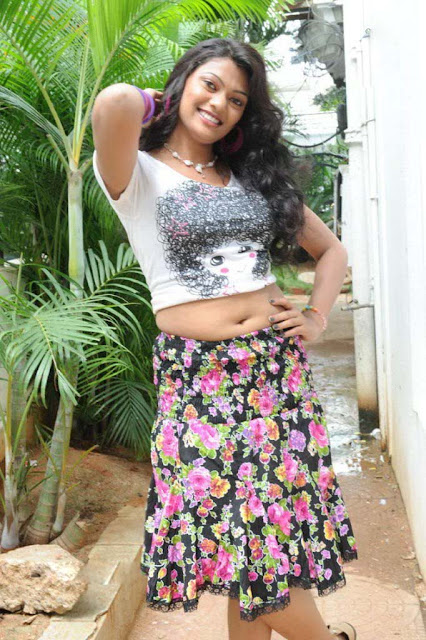 Keerthi_hot_girl