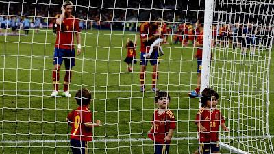 Niños familiares de los futbolistas jugando en los festejos