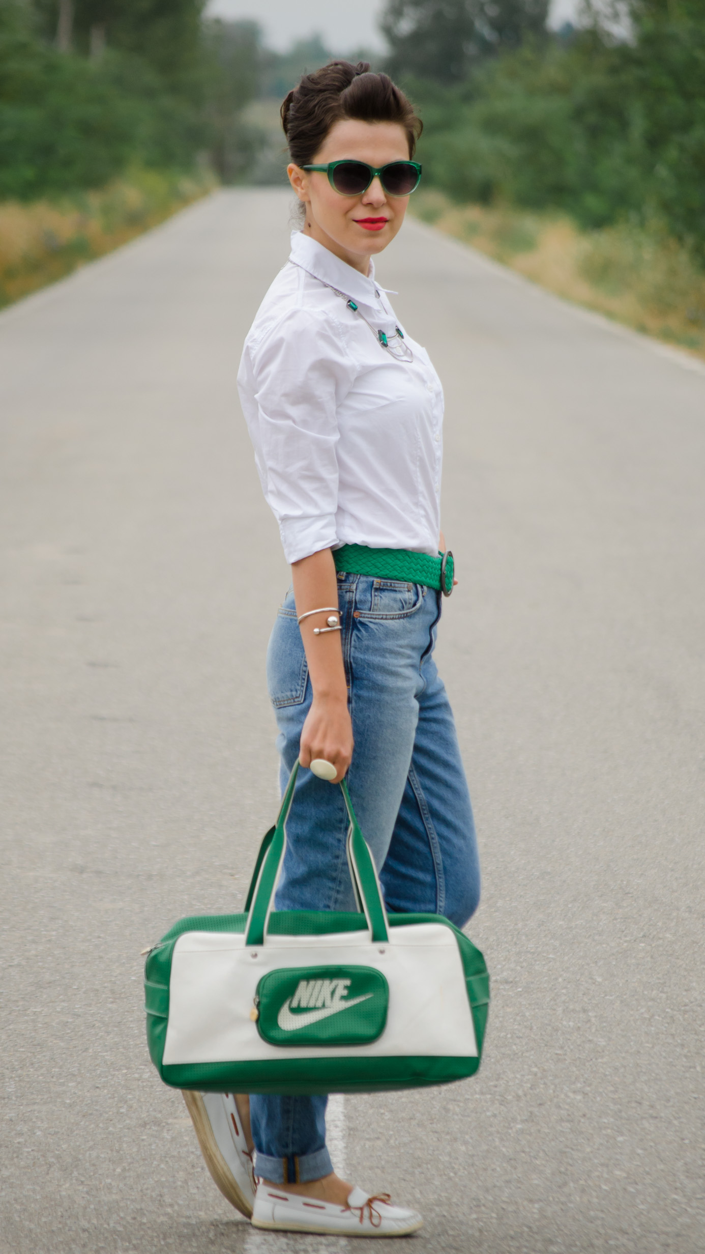 back to school outfit mom jeans white loose boyfriend shirt green belt white loafers nike bag statement necklace emerald green