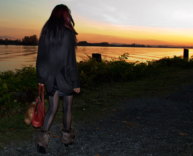 Obakki poncho, Obakki leather skirt, Aldo sheer tights, Ferreli leather mage purse with fox tail, Fox tail, Leather mage purse, vintage purse, hair feather, fur collar, fur booties, thrift fashion, thrift finds, fur fashion, sunset