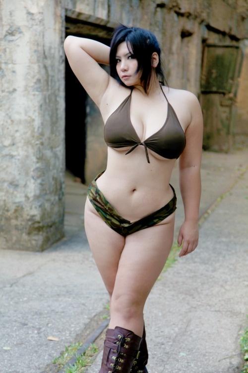 plus size modeling bikini