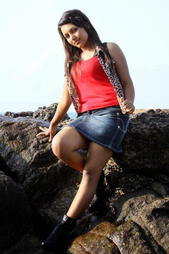 Shani Shenaya Wickremasinghe gala deka legs thighs