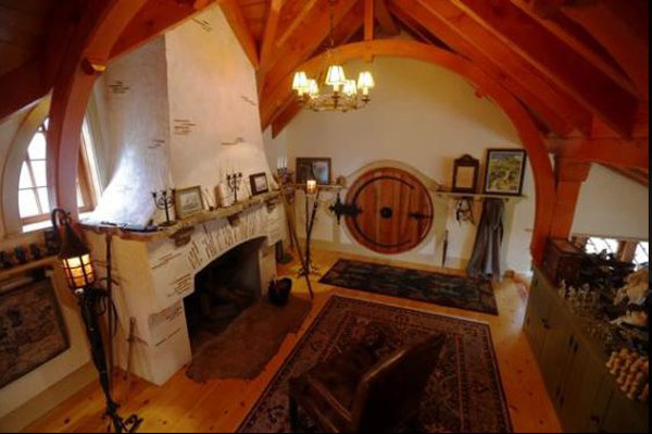 The Hobbit House of Peter Archer interior