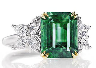 Clarity is essential when choosing a good emerald