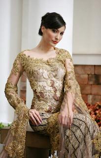 Gaun Kebaya Modern untuk Dewasa