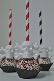 skull cake pop - sweet cakes by rebecca
