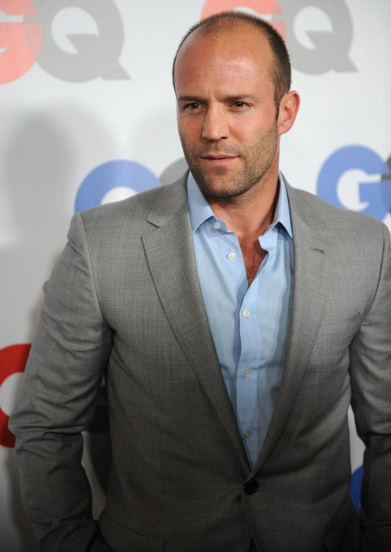 jason statham Jason statham diet the jason statham diet focuses on a low-calorie, low-sugar diet he sticks to around 2000 calories here's some of the more salient aspects of the jason statham diet: no fruit juice no alcohol no bread, pasta or sweets no sugar/flour 15 gallons of water/day plain yogurt, with berries egg whites chicken veggies fish [.