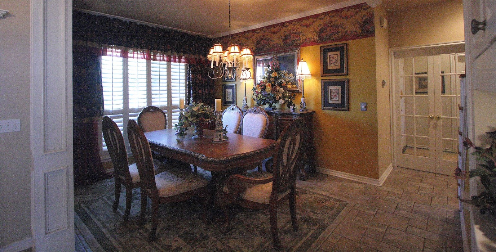 Here Is Our Dining Room At Old House I Loved How Cozy And Perfect The Decor Was But It So Small A Little Too