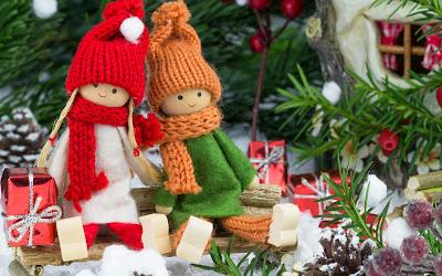 Postal navideña para personalizar y compartir con adornos de Navidad