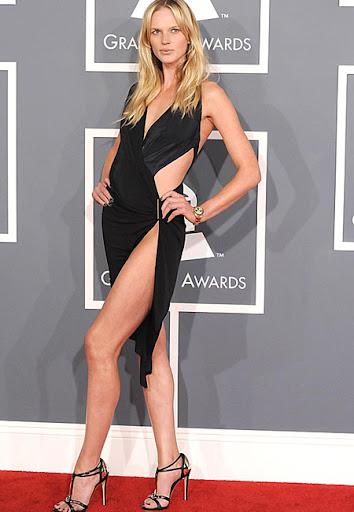 Анна Вялицина в секси черна рокля на Грами 2012