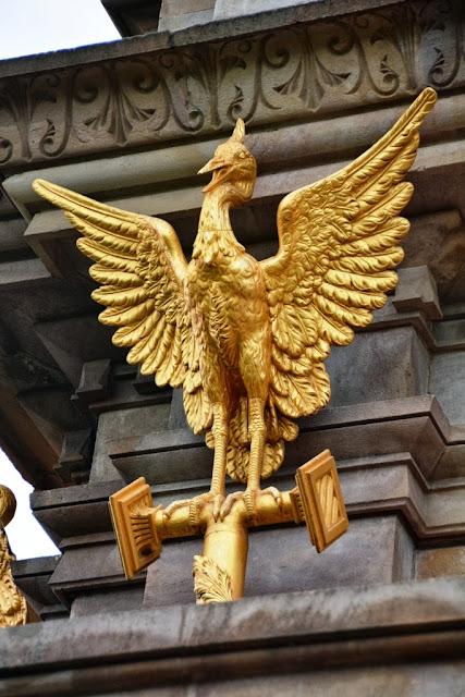 Cascada Barcelona Golden phoenix