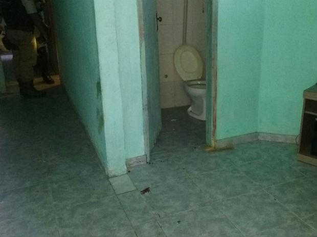 Crime aconteceu dentro da casa onde as duas mulheres moravam (Foto: Aldo Matos/Acorda Cidade)