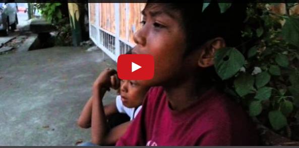Watch Balut Vendor Singing Aegis on Street [Viral Video]