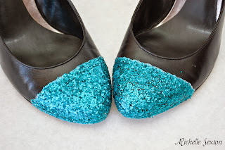 heels with glitter on toes
