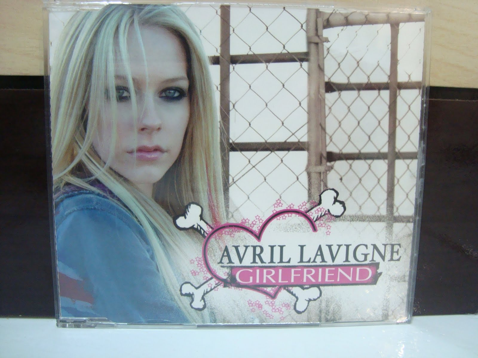 Avril dating