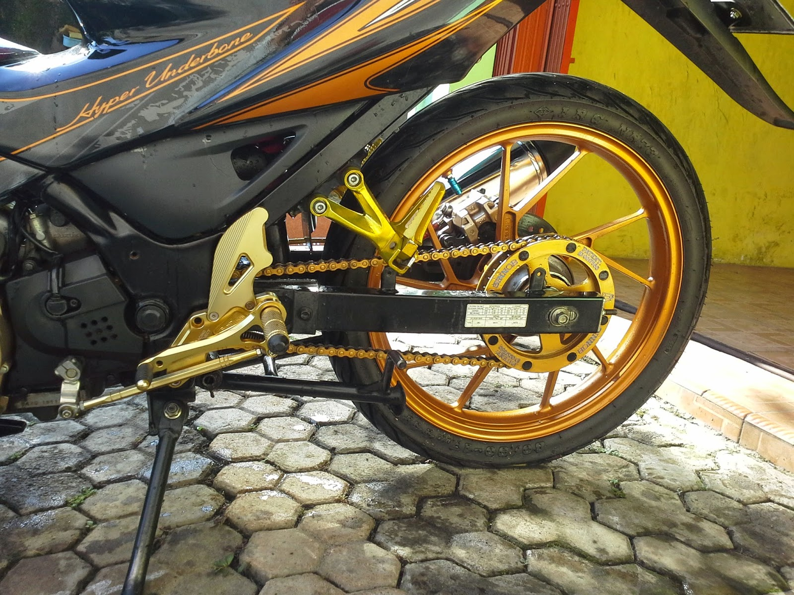 Modifikasi Simple Suzuki Satria FU 150 Gold