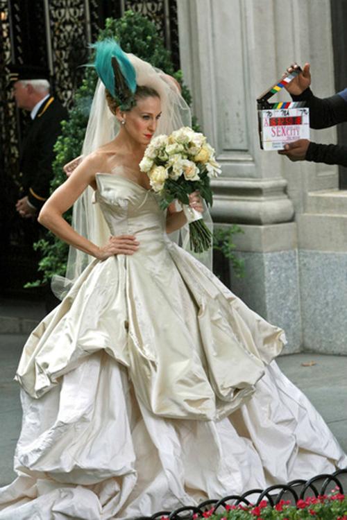 Sarah Jessica Parker con l abito da sposa firmato Westwood nel film  Sex TheCity 6591ce92da5