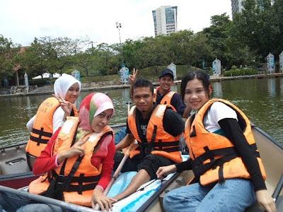 B'kayak at tasik Shah Alam...syokkk uh!!!!