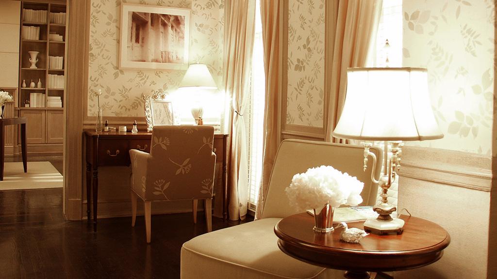 How to be lovely interior design charlotte york for Charlotte interiors