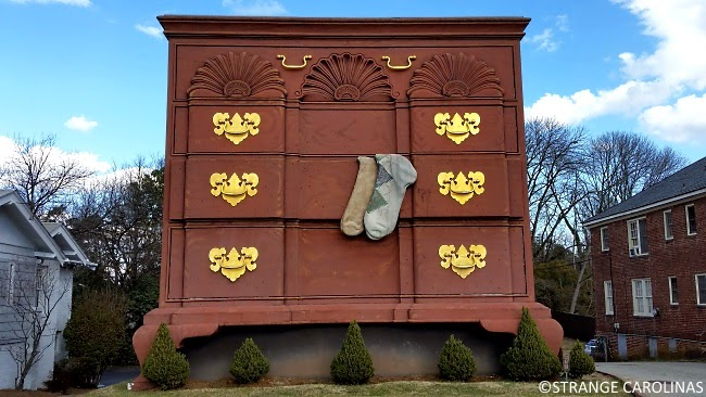 Worldu0027s Largest Chest Of Drawers (High Point, NC)   Strange Carolinas: The  Travelogue Of The Offbeat