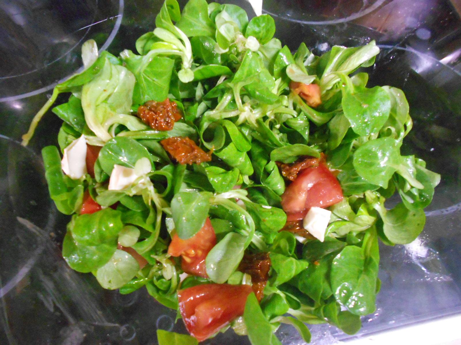 Ro cocina ensalada de can nigos y tomates con vinagreta - Ensaladas con canonigos ...