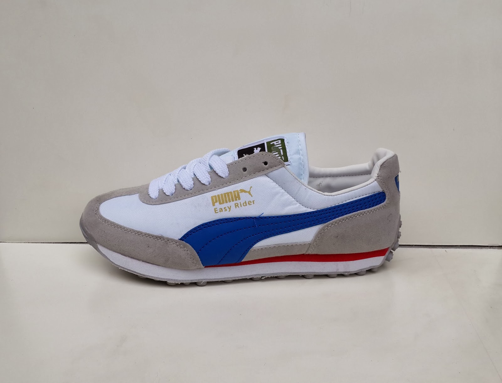 toko sepatu, Sepatu Puma Easy Rider warna putih