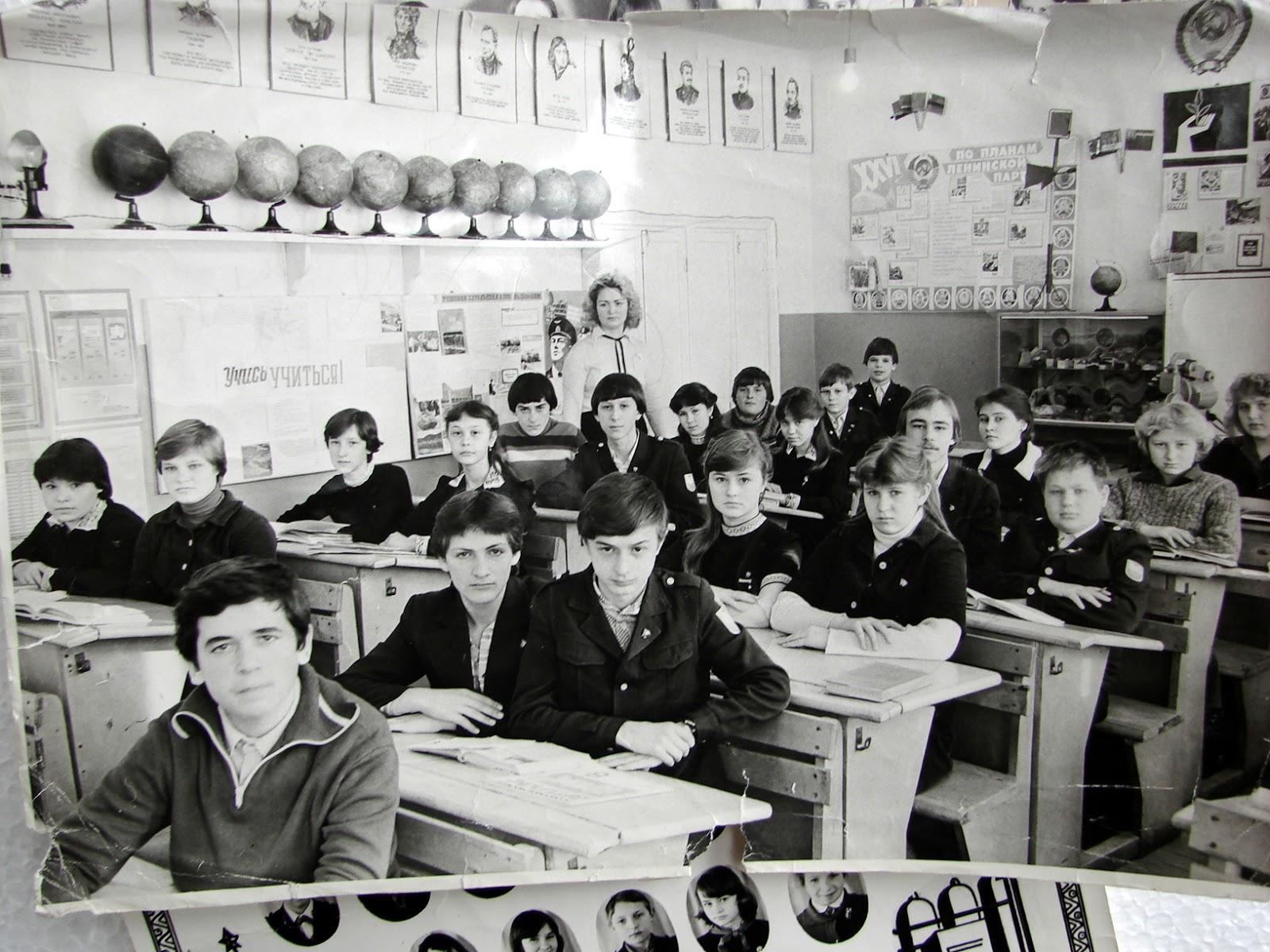 Учительница показывает класс 26 фотография