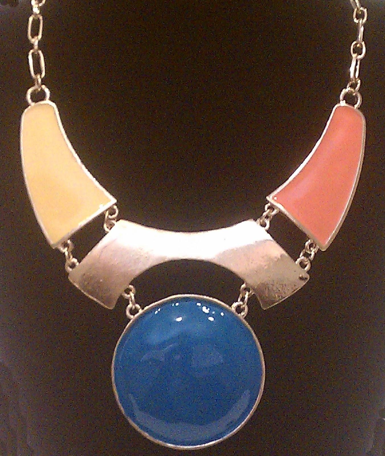 http://2.bp.blogspot.com/-dPKDaTZ_KYo/UAhXmGxRalI/AAAAAAAAAzU/IdPSm-2pAP8/s1600/blue+circle+necklace+adjusted.jpg