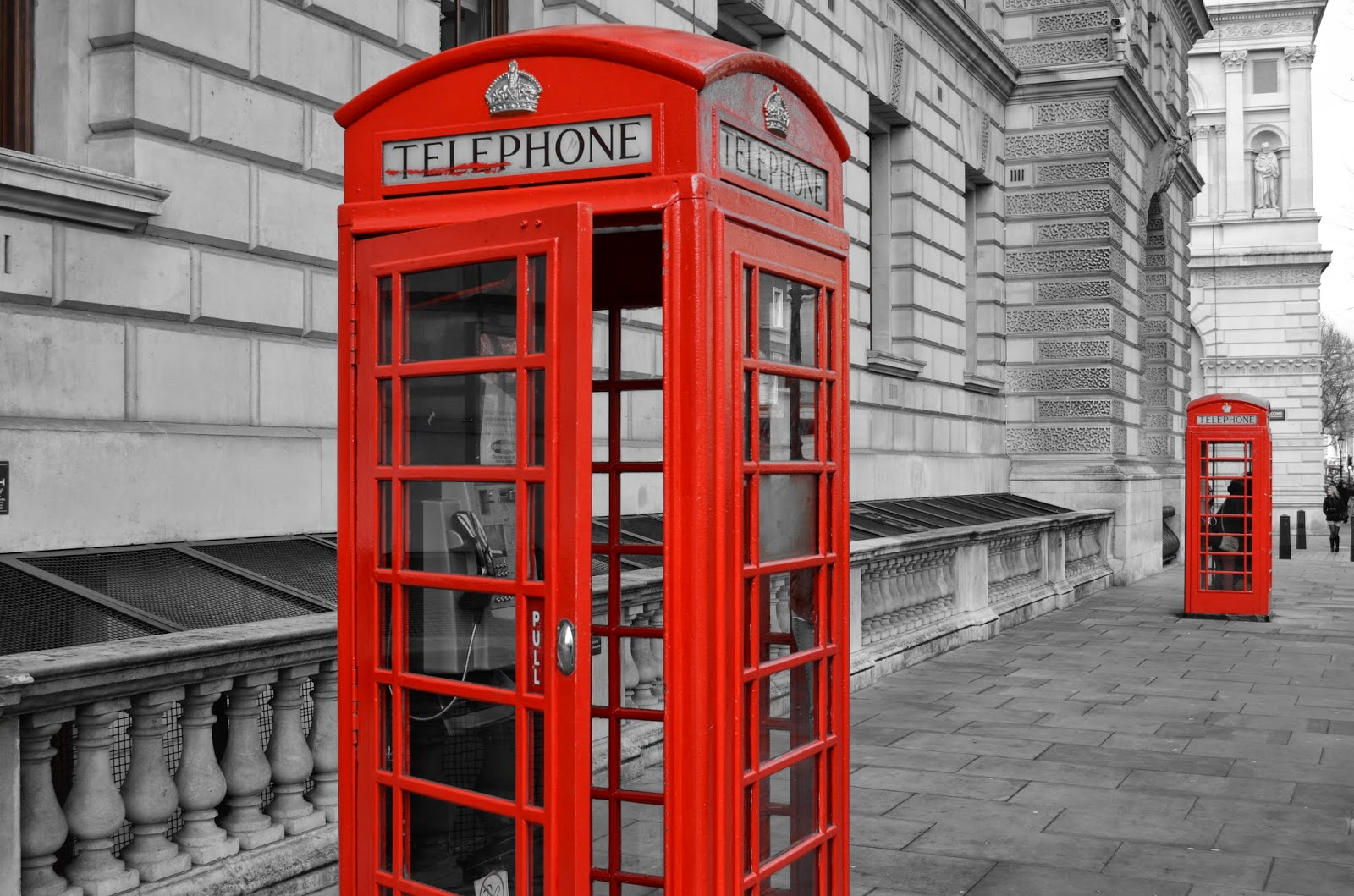 london red phone booth picture