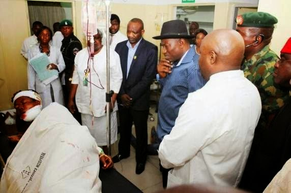 Photo from President Goodluck Jonathan's Visit to Bomb Victims at Asokoro Hospital