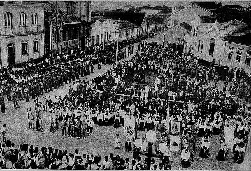PROCISSAO DIANTE DA IGREJA NS ROSARIO DE BARBACENA 1932