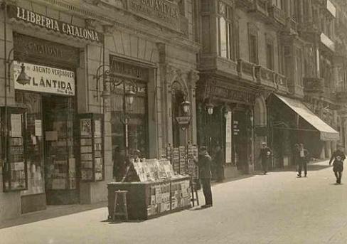 Llibreria Catalonia en su antigua ubicación, Plaça de Catalunya, 17, en los años veinte.