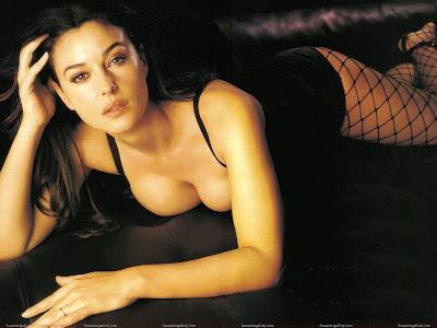 monica_bellucci_hot_wallpaper_sweetangelonly.com