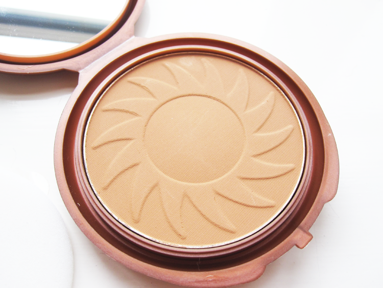 A picture of NYC Smooth Skin Bronzing Powder in Sunny