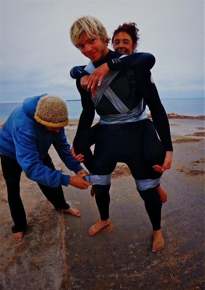mujer paralizada surfeando