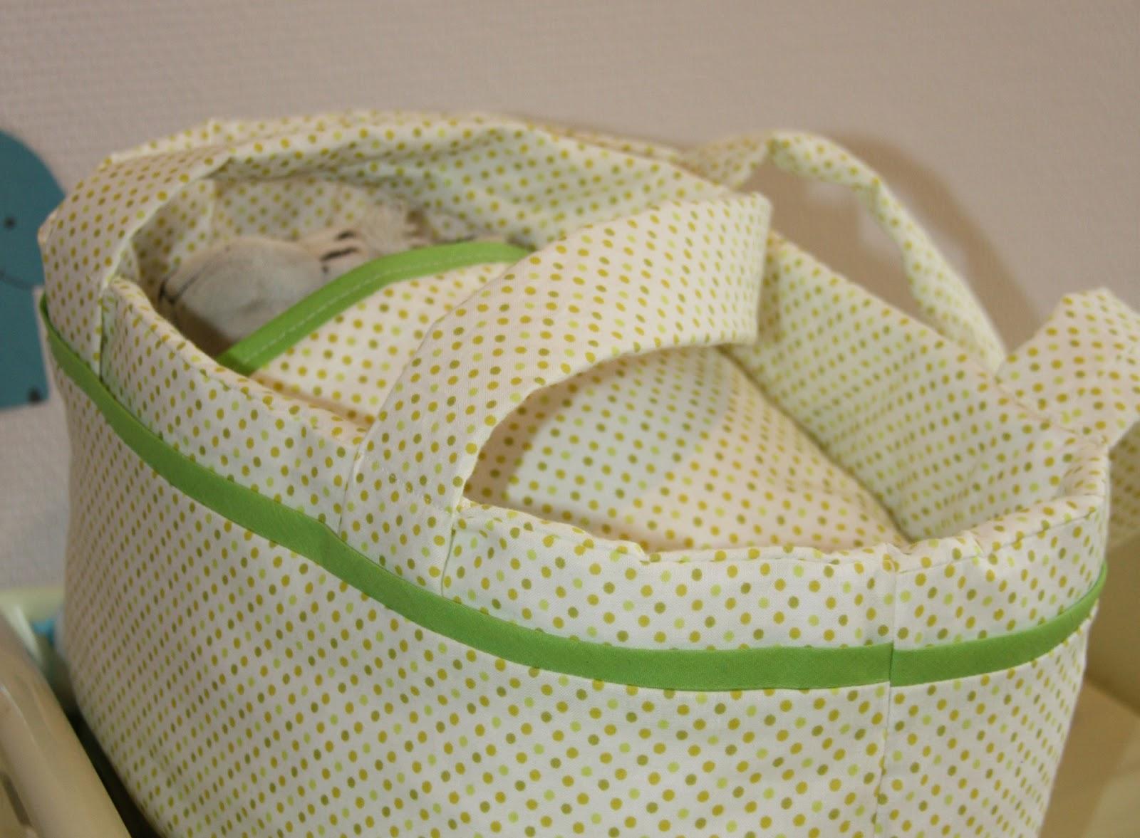 Couffins et petits habits apaisent la douleur des parents endeuillés.