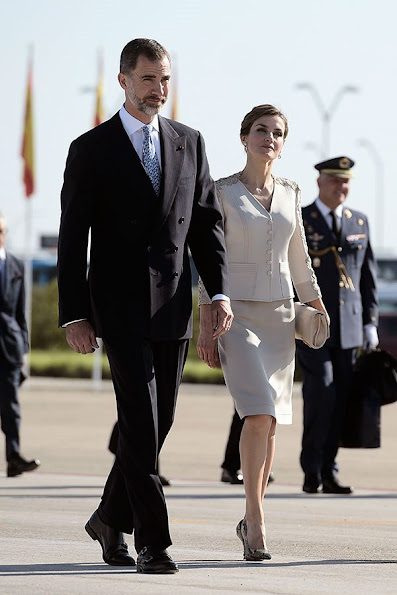 King Felipe VI of Spain and Queen Letizia of Spain, French President Francois Hollande, attend a meeting at the Elysee Palace