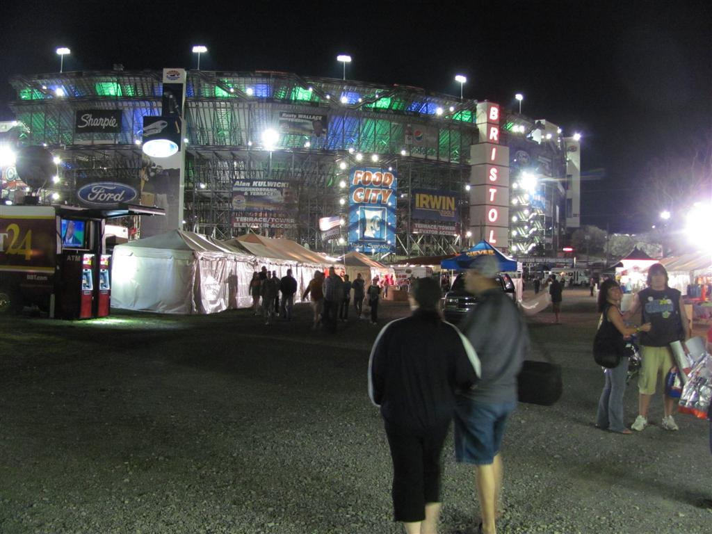 Skid and sandy on the road bristol motor speedway friday for Camping bristol motor speedway