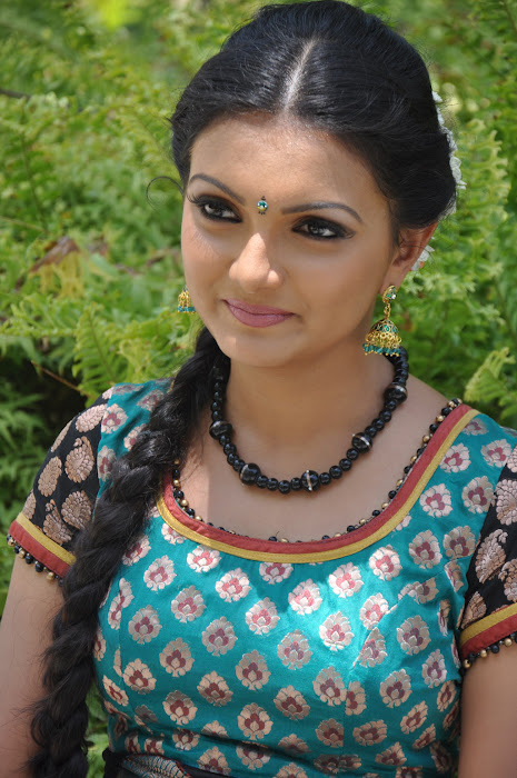 saranya mohan cute stills
