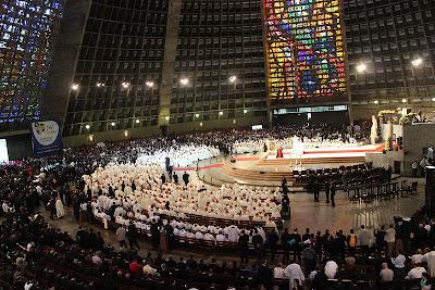 #JMJRio2013: Na Catedral do Rio, Papa Francisco convoca bispos, padres e religiosos para ir ao encontro das pessoas