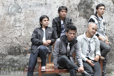 Motif Band - Tanggal 1 Bulan 2 Lirik dan Video