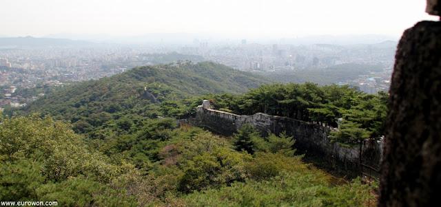 Vista de Seúl desde la muralla