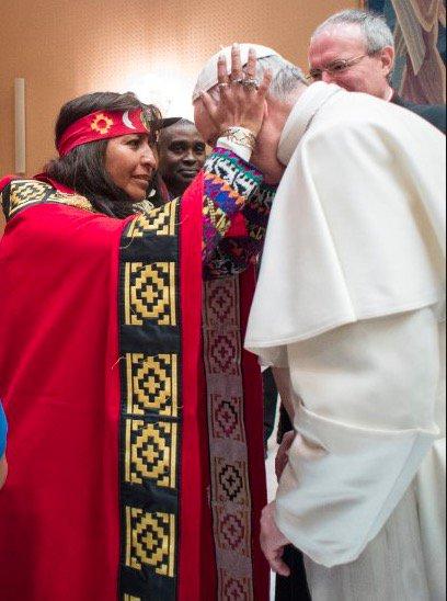 Bergoglio defensor del paganismo y del culto pagano a la  pachamama.