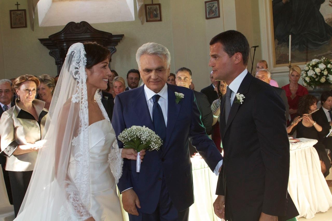 http://2.bp.blogspot.com/-dRKAqcHau8E/Tg2XG7trswI/AAAAAAAABIY/UjIi2m1Uu3c/s1600/mara-carfagna-marco-mezzaroma-matrimonio-02.jpg