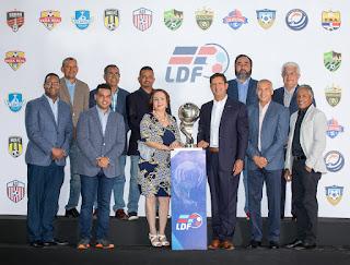 La Liga Dominicana de Fútbol se constituye y elige a Manuel Estrella como su presidente.